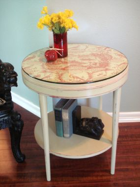 Occasional table in its new space. Paired with a vintage carved stool and propped with snappy accessories, its a bright and cheery table. Gadorable!