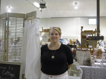 Rachel Knoblich at her Chippy Cottage Charm booth