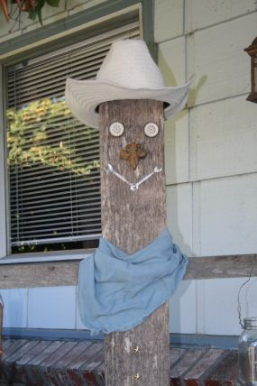 I wanted to make a scarecrow for my yard in a new fangled way.....these are so fun to make!