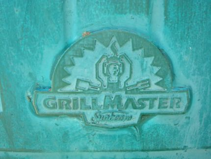 This BBQ went from grill to plant master with very little work involved. First, I cleaned out the inside and then spray painted it with rustolium paint to cover any soot residue.
