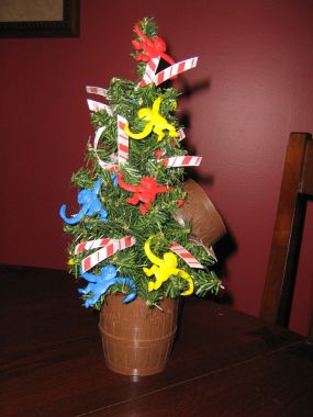 A little monkeying around with this old Barrel of Monkeys game produced a cute little tree.
