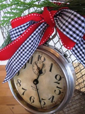 Santa, to me... is all about the visions of little elves running around in a magical little workshop in the North Pole. The delivery of gifts in this fashion brings out the little girl in me. The clock is tied on with festive ribbons. Take a look at the time....Ho, ho, ho!!