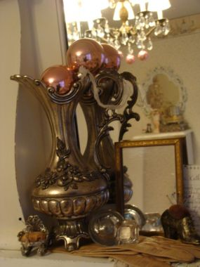 I love this piece - great tarnished detail - and a little bit of pink sits atop it quite nicely, dont ya think?