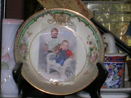 china plate as picture frame