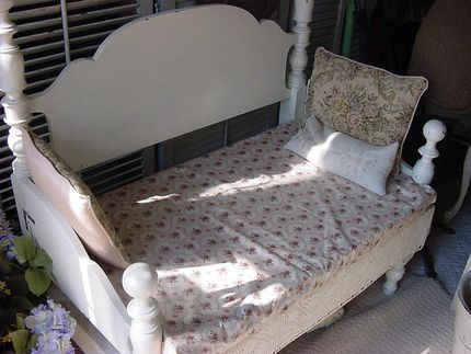 THIS IS ANOTHER BED BENCH I MADE & ITS FOR SALE!