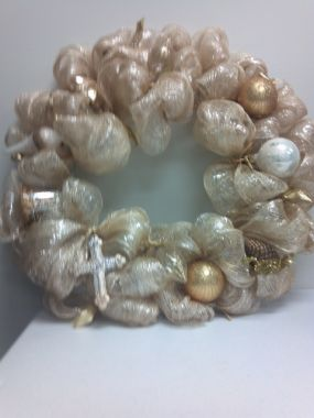 Completed Project Supplies:  (1) roll 21 wide mesh (10 yds)--1 24 wire wreath form--ribbon, wire or pipe cleaners for ties--ornaments