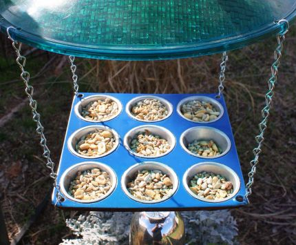 The muffin pans were the initial inspiration for these feeders.  The individual pockets were great for all kinds of bird seed.  Theres a drainage hole in the bottom of each cup.  I taped off the edges and the cup tops and painted the pan surface a complimentary color.