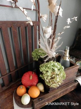 Dried hydrangea, gourds and pumpkins ar ideal for this time of year.