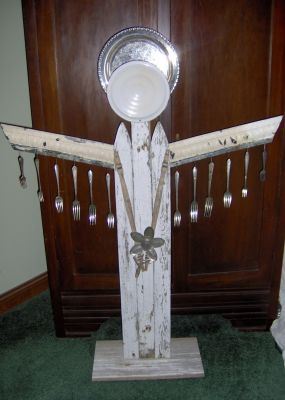 For this angel I used old ceiling tin trim for the wings and one of my spoon flowers for her to hold.